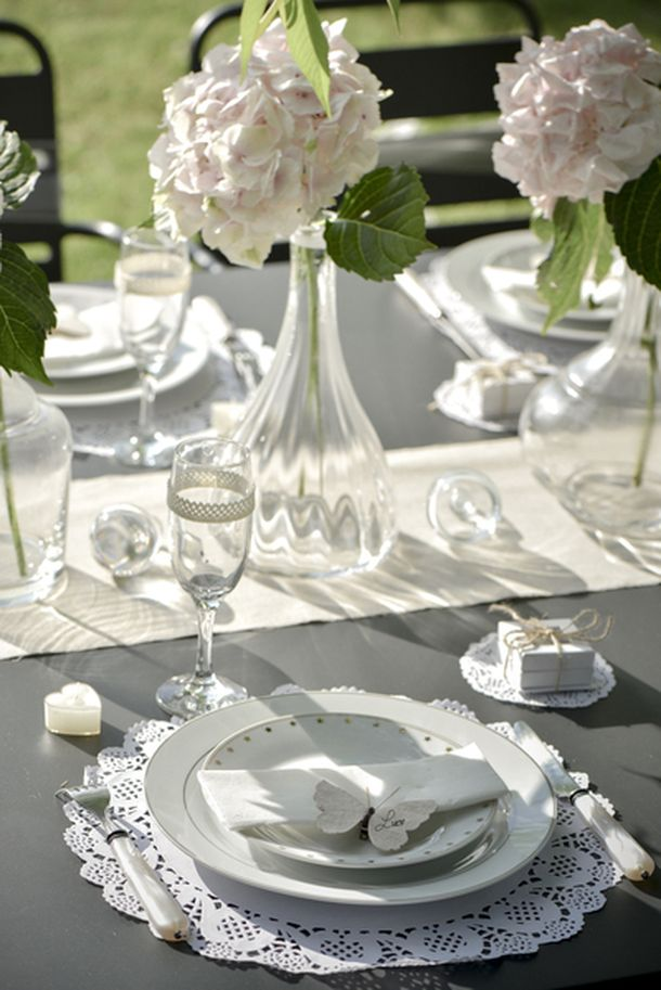 acheter 10 sets de table ronds dentelle blanc nappes serviettes chemins de table 1001 deco table. Black Bedroom Furniture Sets. Home Design Ideas