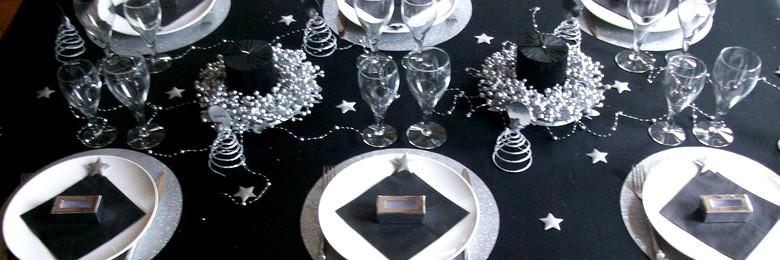 deco de table noel et jour de l'an etoiles argent et noir.