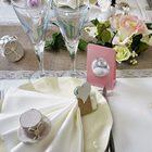 Table de mariage ecrue et rose, contenants dragees, livre d'or, candy bar.
