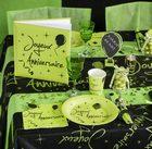 Deco de table Joyeux anniversaire en vert anis et noir.