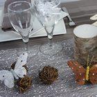 Deco de table couleur taupe et neige mini luge et papillon