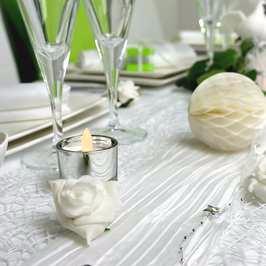 Une deco de table chic en blanc et vert anis,pour un mariage, un anniversaire..