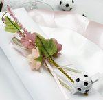 Deco de table de mariage sur le theme du foot et du romantisme.