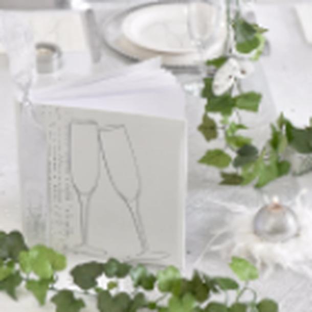 Une deco de table pour celebrer un mariage, un anniversaire sur le theme du champagne.