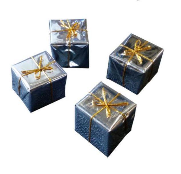 Achat mini paquet cadeau x4 argent d coration de table for Cadeau de table pour noel