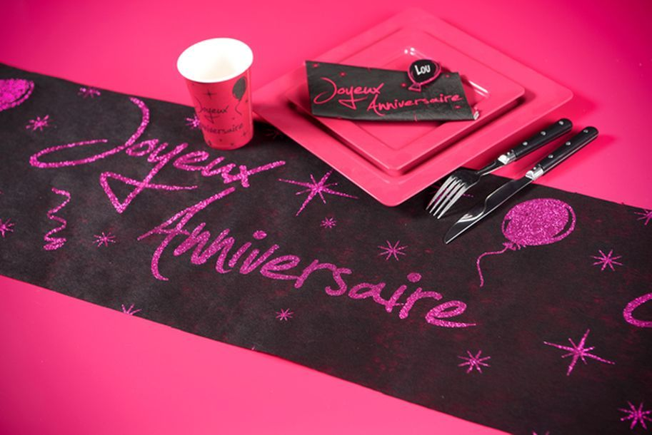 Acheter serviette fuschia noire joyeux anniversaire - Nappe fushia table ...