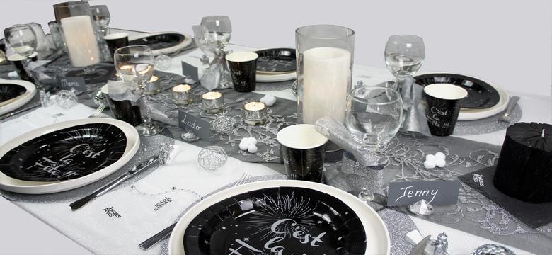 decoration de table de fetes en noir et argent.