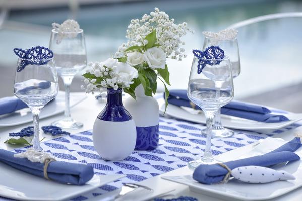 2 Vases Scandinaves Bleu Et Blanc Assortis
