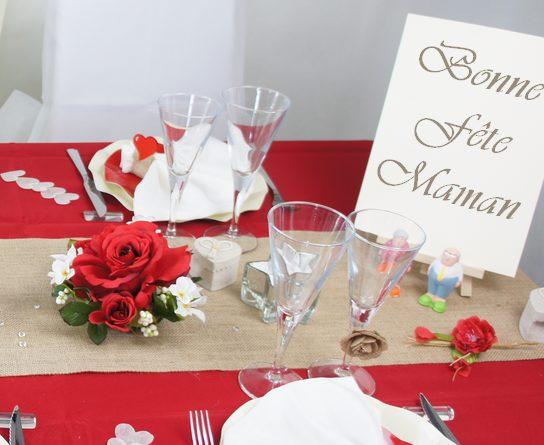 Deco de table fete des meres ou mariage en rouge et écru.