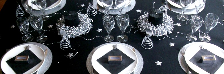 Id es de d coration de table pour un no l toil en argent for Decoration de table de noel argent