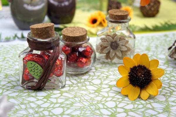 Mini contenant verre pour decoration de table.
