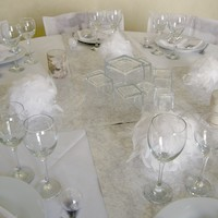 decoration de table blanc et gris