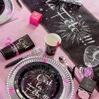 Deco de table sur le theme de la fete en noir et argent.