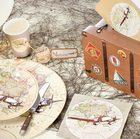 Urne tirelire, assiettes et gobelets décorés theme voyage.