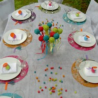 decoration de table multicolore