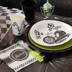 Un décor course automobile pour ces articles de décoration de table