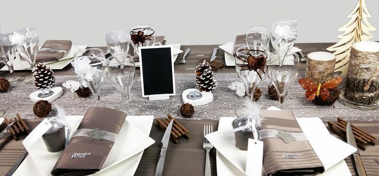 decoration de table couleur taupe et neige, decor luge et papillon.